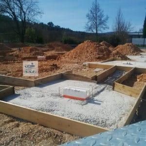 La mission G2 AVP, régulièrement demandée dans le cadre de nouvelles constructions, définira le type de fondation à adopter en fonction du sol rencontré par le géotechnicien lors des sondages et des éventuels aléa géologique de la parcelle étudiée.